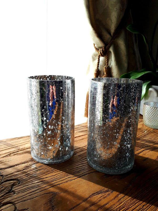 Sudraba krāsas stikla cilindri