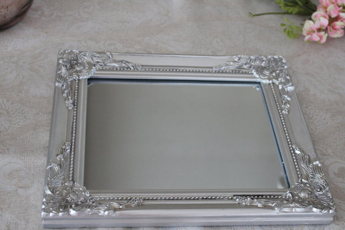 Sudraba krāsas spogulis