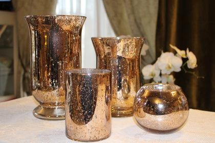 Stikla vāzes un svečturi kapara/vara krāsā