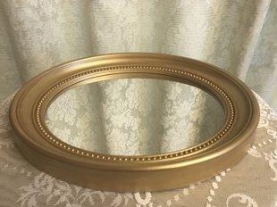 Spoguļi ar zelta rāmi, ovāli