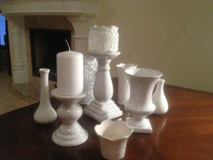 Baltu vāzīšu un svečturu komplekts