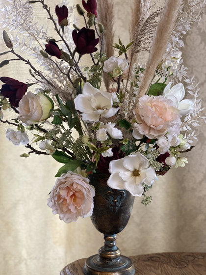 Boho stila kompozīcijas ar magnolijas ziediem