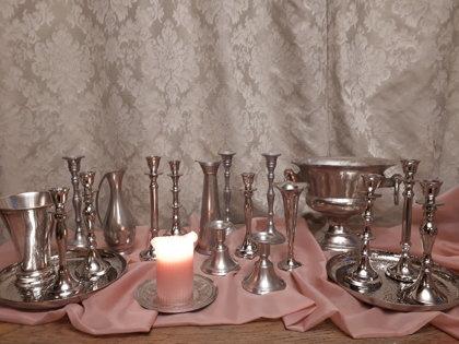 Sudraba krāsas vintage stila vāžu un svečturu komplekts