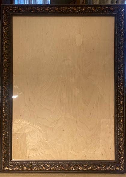 Tumši brūns ar zeltu koka rāmis