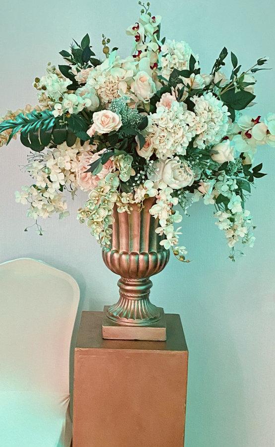 Krēmkrāsas ziedu kompozīcijas