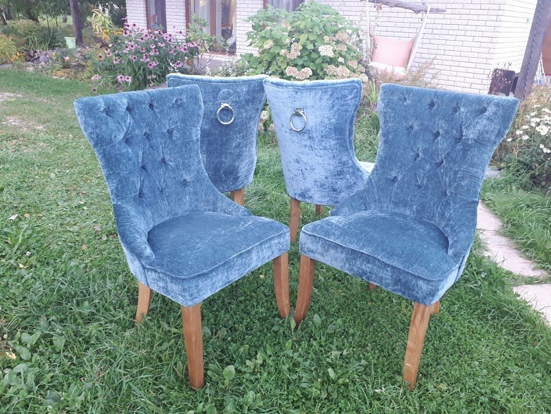 Zilganzaļi samta krēsli